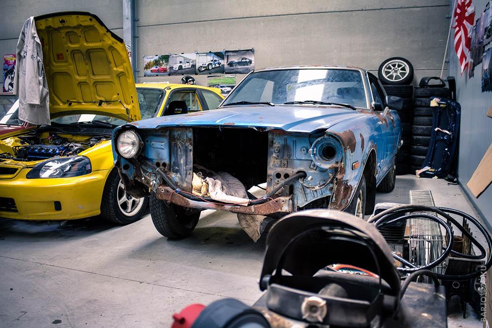 Toyota Cressida baie moteur vidée