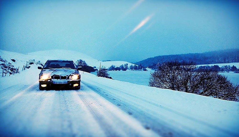 BMW sur la neige